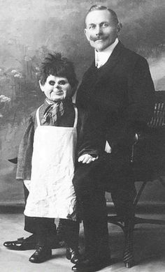 Very old and creepy ventriloquist dummies. Very old and creepy ventriloquist dummies. - Weird - Check out: Creepy Ventriloquist Dummies on Barnorama Creepy Old Photos, Bizarre Photos, Creepy Images, Creepy Pictures, Strange Photos, Odd Pictures, Vintage Bizarre, Creepy Vintage, Vintage Circus