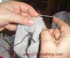 On me les demande souvent, alors petit cadeau de nouvel an, voici les explications de base pour des chaussettes commencées par la pointe. A... Nouvel An, Voici, Toe, Crochet, Knitting Socks, Gift, Knit Crochet, Crocheting, Chrochet