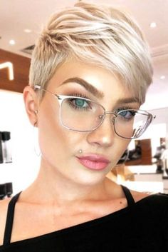 Here are 42 pixie hairstyles that you should see. Looking for the latest pixie hair styles for short hair? In this article we have compiled our latest Pixie hair styles for short blonde hairstyles to get [Read the Rest] → Short Pixie Haircuts, Short Hairstyles For Women, Blonde Pixie Hairstyles, Short Pixie Cuts, Undercut Pixie Haircut, Blonde Pixie Haircut, Pixie Haircut Styles, Cute Pixie Cuts, Straight Hairstyles