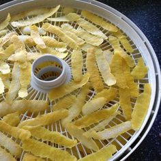 How to Dry and Use Lemon Peel Don't throw away those lemon peels. It's easy to dry lemon peels for use in cooking, cleaning and body care (yes, really! Cocoa Recipes, Milk Recipes, Lemon Recipes, Fruit Recipes, Cooking Recipes, Cooking Tips, Smoker Recipes, Homemade Spices, Homemade Seasonings
