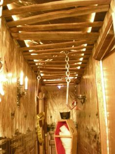 Lovely Creature ' s hallway pallet slats , Halloween Forum member .  love the slat ceiling.....When we have a spacious garage we are totally doing this for the haunted house