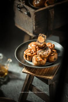 Dark Food Photography, Food Photography Styling, Food Styling, Product Photography, Photography Ideas, Best Chinese Food, Moon Cake, Asian Desserts, Winter Food