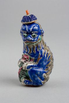 Snuff bottle | China, 1796-1860, painted porcelain, stopper made of coral.