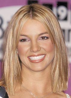 Britney Spears' glitter eye shadow in the Blonde Hair Looks, 90s Hairstyles, Celebrity Beauty, Lip Liner, Beauty Trends, Hair Inspiration, Short Hair Styles, Hair Cuts, Hair Beauty