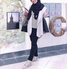 Monochrome hijab ootd
