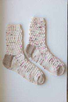 Ravelry: MineCraft Socks pattern by Heather Cox Crochet Socks, Knitting Socks, Baby Knitting, Knit Socks, Knitting Videos, Knitting Projects, Knitting Patterns, Craft Projects, Socks And Heels