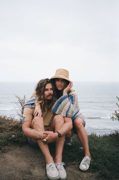 Loved this beach film photoshoot with b+b in San Clemente, CA! All the vintage beach feels & trendy outfit inspo at this sunrise couples shoot! Browse the blog to see more! Southern California Photographer Beba Vowels