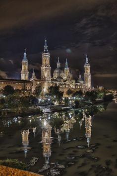 Catedral-Basílica de Nuestra Señora del Pilar de Zaragoza, España (1681-1961).