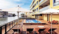 Vakantiehuis in Empuriabrava (Catalonië) Op 40 km van de Franse grens ligt Empuriabrava, één van de mooiste badplaatsen aan de Costa Brava. Het heeft zijn reputatie te danken aan een netwerk van 30km bevaarbare kanalen. Empuriabrava is uitge