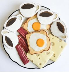"Coffee cup, bacon, egg toast, cheese slice breakfast cookies BakeIdeas ""Sunday at the diner. Coffee Cookies, Iced Cookies, Breakfast Cookies, Royal Icing Cookies, Cookies Et Biscuits, Sugar Cookies, Iced Biscuits, Fancy Cookies, Cute Cookies"