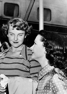 Vivien Leigh and her daughter Suzanne in 1950.