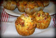Briose cu bacon si cascaval - MyBisque Bacon, Recipies, Muffin, Food And Drink, Vegan, Breakfast, Cupcake, Recipes, Cup Cakes