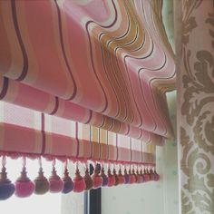 Зефирная и милая римская штора с помпонами ... Для девочковой детской!