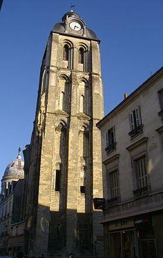 La Tour de l'Horloge (anciennement tour du Trésor) est un vestige d'une ancienne basilique dédiée à saint Martin de Tours et située à Tours, rue des Halles. Hervé de Buzançais, trésorier de Saint-Martin, décida en 1003 la reconstruction d'une grande basilique romane sur l'emplacement du tombeau de saint Martin de Tours, en remplacement d'une précédente basilique construite au Ve siècle et ruinée ; elle fut consacrée le 4 juillet 1014