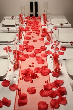 Rose petals for a romantic effect – futured 18th Birthday Party, 50th Party, Laura Lee, Christmas Wedding, Christmas Time, Centerpieces, Table Decorations, Romantic Roses, Wine Parties