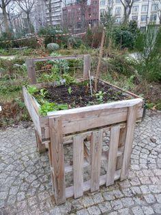 Potager en carré surélevé, jardin partagé Le poireau agile, Jardin Villemin, Paris 10e (75),