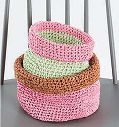 Have you already seen the new Rico Creative Paper? This yarn is made of 100% paper fibres and ideal for making trendy accessories and home deco! This cute basket is available as a free pattern on our blog!