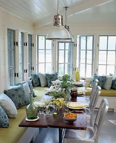 such a fun banquette for the dining / breakfast space...build corner banquette in eat in nook?