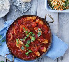 Kylling i tomatsauce med squash og gulerods spirelli