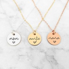 Mom Necklace - Personalized Engraved Disc Necklace Disc Necklace, Initial Necklace, Gold Necklace, Perfect Gift For Mom, Gifts For Mom, Zierlicher Ring, Rose Gold Chain, Or Rose, Laser Engraving