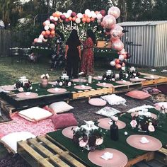 DIY outdoor pallet tables ideas DIY outdoor pallet tables ideas The post DIY outdoor pallet tables ideas appeared first on Pallet Diy. Decor Eventos, Pallet Exterior, Deco Baby Shower, Bridal Shower, Baby Showers, Outdoor Dinner Parties, Garden Parties, Boho Garden Party, Party Outdoor