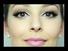 Assista esta dica sobre PASSO A PASSO PARA INICIANTES: maquiagem festa (sugestão para formatura) e muitas outras dicas de maquiagem no nosso vlog Dicas de Maquiagem.