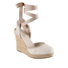 O que calçar se casar na praia? #casarcomgosto sapatos de noiva