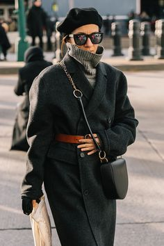 NYFW FALL 18/19 STREET STYLE, cozy coat look, lack beret and oversize coat cozy look, bundled up in coat and turtleneck,