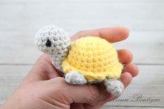 Little Miss Turtle (Free Crochet Pattern) – Pink Mouse Boutique Crochet Turtle Pattern Free, Crochet Keychain Pattern, Crochet Amigurumi Free Patterns, Crochet Animal Patterns, Crochet Blanket Patterns, Free Crochet, Crochet Gifts, Crochet Yarn, Thread Crochet
