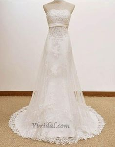 This is a really pretty wedding dress!
