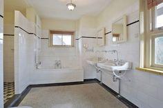 "HEEMSTEEDSE DREEF 241 te HEEMSTEDE VILLA ""MAERLANT"" VOLLEDIG GERENOVEERDE zeer ROYALE (gebruiksoppervlakte ca 360 m2 en woonoppervlakte 291 m2!) VRIJSTAANDE VILLA met 6 slaapkamers, 3 badkamers, super-de-luxe leefkeuken, grote kelder (opgesplitst i..."