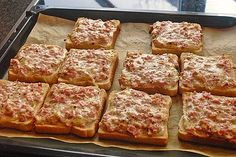 Simply chopped ham and cheese slices in 4 corners and cut with Majo and Milk . - Pizza Simply chopped ham and cheese slices in 4 corners and cut with Majo and Milk . Toast Pizza, Pizza Pizza, Pizza Snacks, Party Snacks, Keto Crockpot Recipes, Chef Recipes, Healthy Recipes, Party Finger Foods, Ham And Cheese