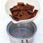 Melting chocolate with the help of boiling water from a Quooker tap is as simple as it can be. Simply turn the handle to pour the 100ºC water into a pan. Then, in a bowl above the water, stir the chocolate until melted.
