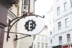 Wien: Erich, die Frühstücksbar am Spittelberg (coral and mauve)