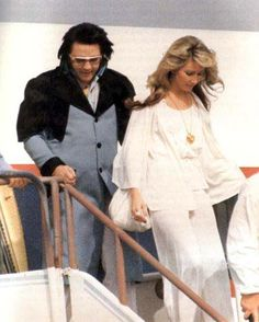 4-24-76 The beautiful Linda Thompson and Elvis arrive in San Diego for his concert that night.