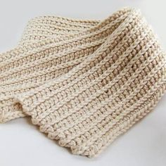 awesome variation on half double crochet to create a ribbed effect--also crochet each row the entire length of the scarf