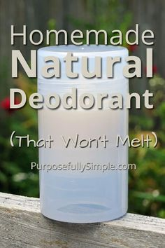 Tips belleza diy This natural deodorant recipe will keep you dry and stink free, AND won't melt in t Diy Deodorant, Homemade Natural Deodorant, Deodorant Recipes, Homemade Soaps, Homemade Facials, Homemade Recipe, Recipe Recipe, Belleza Diy, Homemade Cosmetics