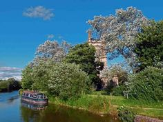 Kennet and Avon Canal, Hungerford. Hungerford and return - 4 night short break from Aldermaston Wharf. www.abcboathire.com