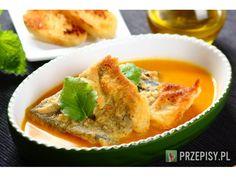 Skrop rybę sokiem z cytryny, posyp przyprawą Delikat Knorr, następnie pokrój w plastry. Rozpuść k...