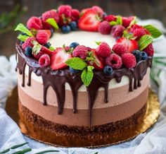 Chocolate Birthday Cake Decoration, Birthday Cake Decorating, Chocolate Fruit Cake, Nutella Cake, Oreo Cake Recipes, Dessert Recipes, Buttercream Cake Designs, Fruit Cake Design, Cake Decorating Piping