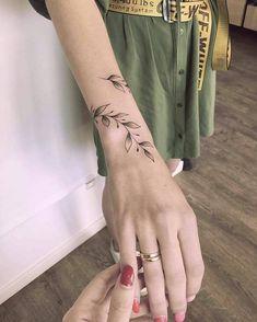 tiny, chic wrist tattoos that are better than a bracelet 36 ~ Modern House Design Wrap Around Wrist Tattoos, Flower Wrist Tattoos, Finger Tattoos, Body Art Tattoos, Tatoos, Arm Wrap Tattoo, Cute Wrist Tattoos, Arm Cuff Tattoo, Unique Tattoos