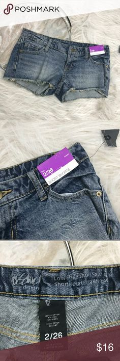 """NWT Mossimo Low Rise Short Shorts Mossimo dark wash low rise jean shorts. Womens size 2/26. Gently used, without flaws. See pictures for details.  Waist laying flat - 15.5"""" Rise - 6.5"""" Inseam - 2""""  Inventory 04252017 Mossimo Supply Co. Shorts Jean Shorts"""