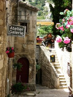 Why do steps, ornate signs & old crispy buildings look so much prettier in Provence?  Provence, France