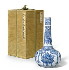 A blue and white bottle vase, Ming dynasty, Wanli period (1573-1620)