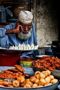 Street Food vendor in Pakistan - Explore the World with Travel Nerd Nici, one . Pakistan Food, Pakistan Travel, Lahore Pakistan, Pakistan Art, India Food, India Travel, World Street Food, Street Food Market, In This World