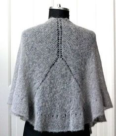 Knit an ultralight shawl with ruffled ruffle - susanne gustafso . : Knit an ultralight shawl with ruffled ruffle – susanne-gustafsso … Poncho Knitting Patterns, Knitted Poncho, Knitted Shawls, Knitting Socks, Crochet Shawl, Free Knitting, Knit Crochet, Knitted Flowers, Crochet Accessories