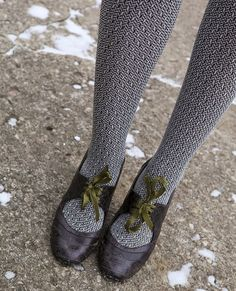 patterned tights and bow shoes