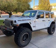 This Jeep but with a light bar! Jeep Wrangler Rubicon, Jeep Wrangler Unlimited, Jeep Wranglers, Blue Jeep, White Jeep, Jeep Pickup, Jeep Truck, Jeep Sahara, Badass Jeep