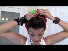 Vintage Pin Up Style: Rosie the Riveter Bandana (hair tutorial) Pin Up Vintage, Bandana Hairstyles, Retro Hairstyles, Easy Hairstyle, Up Styles, Short Hair Styles, Mode Pin Up, Pelo Retro, Rockabilly Hair
