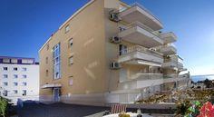Cro Jet Set, www.crojetset.upps.org, Diese Unterkunft ist 3 Gehminuten vom Strand entfernt. Die im Jahr 2011erbauten Apartments On The Beach liegen neben dem beliebten Strand Žnjan in Split. Neben kostenfreien Parkplätzen und kostenfreiem WLAN können Sie sich hier auf klimatisierte Apartments mit modernen Möbeln, einem Flachbild-TV und einem Balkon mit Blick auf die Adria freuen.